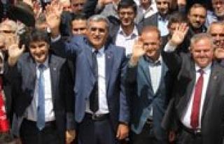 Karaman'da Degisiklik Yok. Konuk ve Seker Mecliste