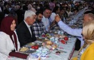 Iftar Sofralarina Vatandaslar Büyük Ilgi Gösteriyor