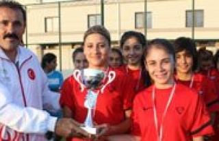 Kisacik, Gazi Çaliskan Bayan Futbol Turnuvasi Ödül...