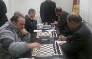 Ögretmenler Arasi Satranç Turnuvasi Basladi