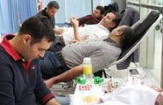 Devlet Hastanesi Personelinden Kan Bagisi