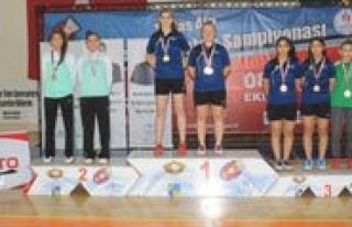 15 Yas Alti Türkiye Badminton Sampiyonasi Sona Erdi