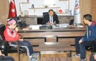 Türkiye 3.'sü Yüzücülerden Kisacik'a Ziyaret