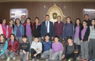 İstiklal Ortaokulu Sporcuları Sultanoğlu'nu Ziyaret...