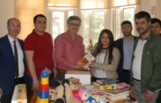 Fatih Anadolu Lisesinden Kütüphane Duraklara Ve...