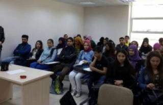 Gençlik Merkezi İngilizce Eğitimleri Devam Ediyor