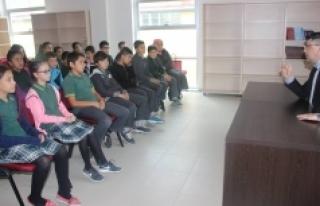 Öğrenciler, Karaman Gençlik Merkezi'ni Ziyaret...