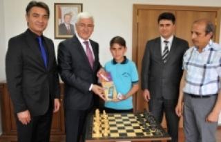 Türkiye Birincisinden Vali Koca'ya Ziyaret