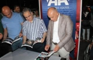 Vali Tapsız Demokrasi Nöbetinde AA'nın Standında...