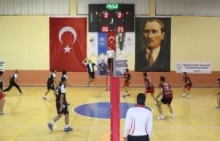 Karaman'da Öğretmenler Günü Voleybol Turnuvası...