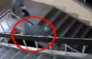 Ögrencinin Merdiven Bosluguna Düsme Görüntüsüne...