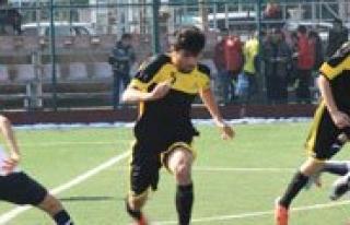 Gençler Futbol Müsabakalari Nefes Kesiyor