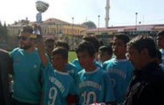"Yildizlar Futbolda Sampiyonun Adi ""Makbule Orman..."