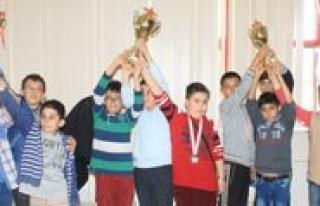 Minikler Ve Küçükler Satranç Turnuvasi Sona Erdi