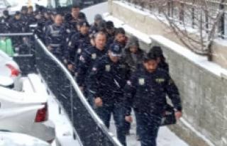 9 Polis Ve 5 Asker Tutuklandı