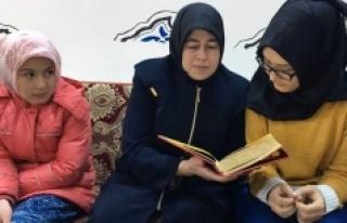 """""""Anne Kız Kur'an Öğreniyoruz"""" Projesi Başladı"""