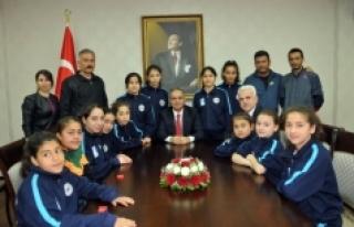 Minik Sporcular Vali Süleyman Tapsız'ı Ziyaret...