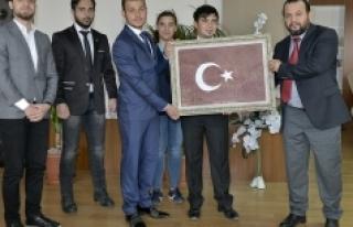 Öğrenciler, Bir Damla Kanla Oluşan Türk Bayrağı...