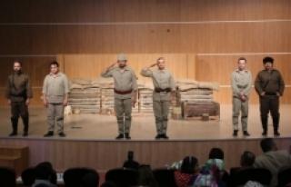 """Tiyatro Oyunu """"Seddülbahir Yahya Çavuş"""" Sahnelendi"""