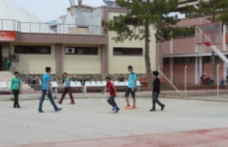 Öğrencilerden Açık Alan Basketbol Sahasına Yoğun...