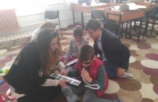Sağlıkçılardan Çocuklara 23 Nisan Hediyesi