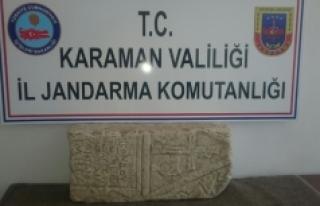Jandarma, Tarihi Mezar Taşı Ele Geçirdi