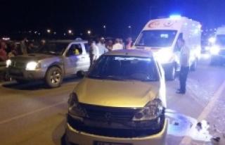 Karaman'da Kamyonet İle Otomobil Çarpıştı