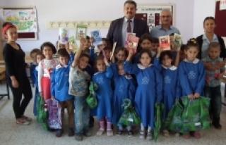 Sarıveliler'de MHP İlçe Teşkilatından Öğrencilere...