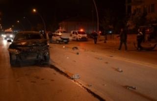 Karaman'da İki Otomobil Çarpıştı: 2 Yaralı