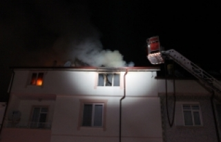 5 Katlı Apartmanın Teras Katında Çıkan Yangın...