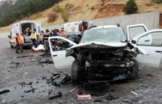 Mut İlçesinde İki Otomobil Kafa Kafaya Çarpıştı....