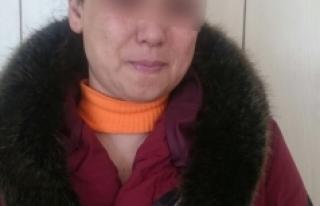 Fuhuş operasyonunda gözaltına alınan kadınlardan...