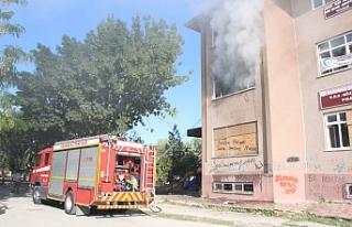 Kullanılmayan Eski Hastane Ek Binasında Yangın...