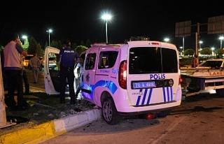 Cip Polis Aracına Çarptı. 2'si Polis 3 Kişi...