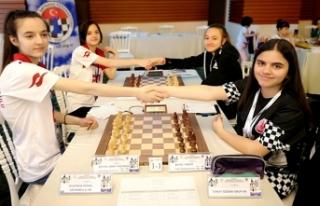 600 Sporcu Satranç İçin Karaman'da