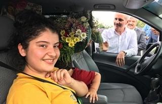 Vali Meral,Gurbetçi Vatandaşları Çiçeklerle Karşıladı