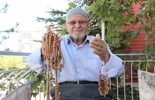 Zeytin Çekirdekleri Mehmet Emin Dedenin Elinde Tesbih...