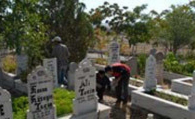 Mezarlik Kurumak Üzere