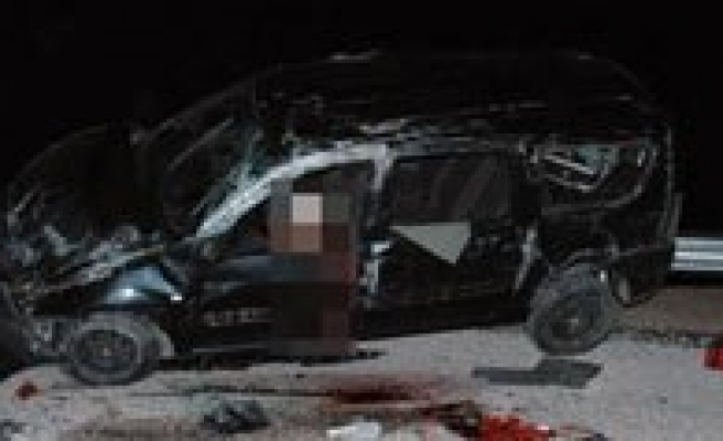 Otomobil Takla Atti: 1 Ölü, 4 Yarali
