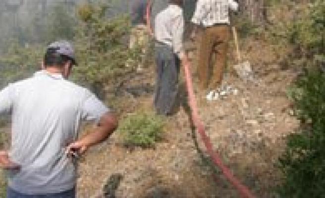 Karaman'in Sariveliler Ilçesinde Çikan Orman Yangini Kontrol Altina Alindi