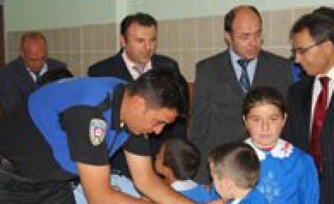 Toplum Destekli Polis'ten Ögrencilere Okul Önlügü