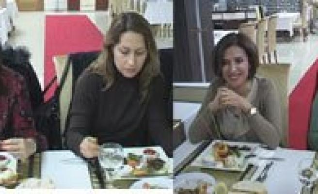 Kadin Dogumcular Yemekte Biraraya Geldi