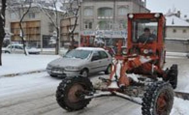 Karaman Belediyesi`nin Kar Temizleme Çalismalari