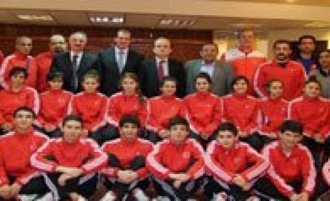 Spor Genel Müdürü Mehmet Baykan Milli Takimi Ziyaret Etti