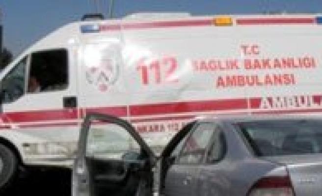 Ambulans Ile Otomobil Çarpisti: 3 Yarali
