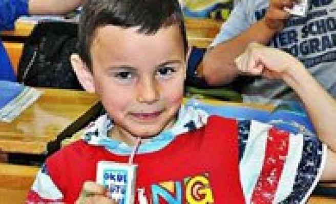 Okul Sütü Dagitimi `Üç Gün`e Inecek!