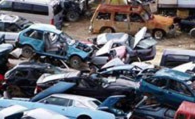 Belediye Hurda Araçlarini Satiyor