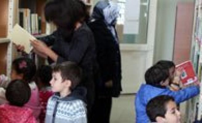 KMÜ Uygulama Anaokulu Ögrencileri Kütüphaneyi Gezdi