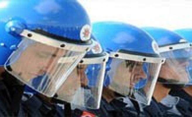 242 Bin Polisin Sendika Hayali Suya Düstü!