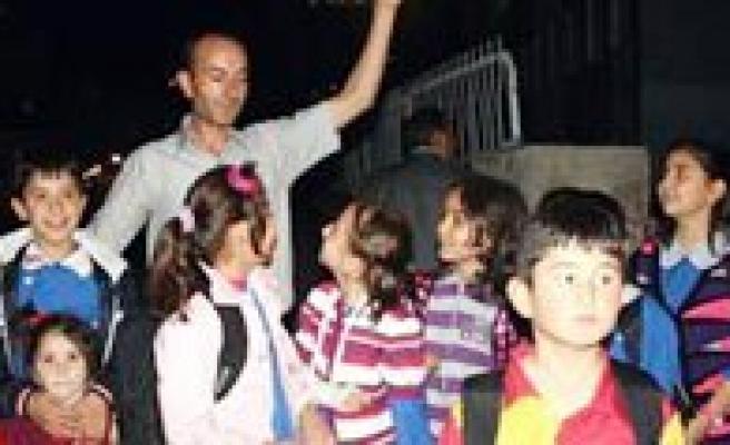 Bazi Okullarin Ders Giris ve Çikis Saatleri Yeniden Düzenlendi